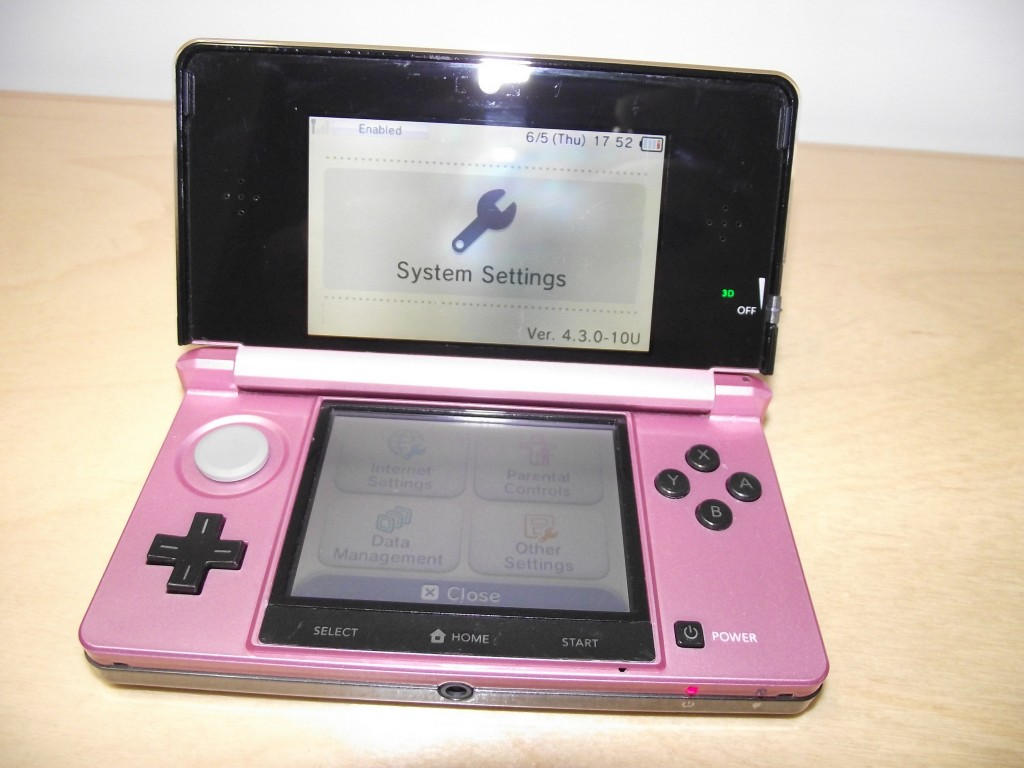 black and pink 3ds 02